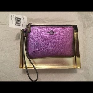 NEW Coach Small Corner Zip Wristlet